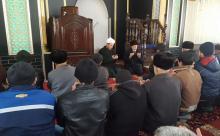 Ош облусунун 182 жума окулган мечитинде Дача-Суу айылында учак кырсыгынан улам көз жумган маркумдарга багышталып Куран окулду