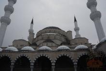Азирети Муфтийдин орун басары жергиликтүү бийлик өкүлдөрү менен билгеликте борбордук мечиттин унаа токтоочу жайы боюнча пикир алышты